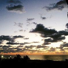 #Raf Raf: Questa mattina il cielo era così un saluto dall'altra parte dell'oceano...torno in studio :)