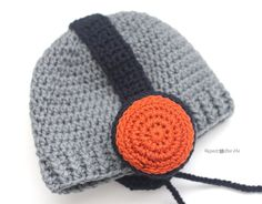 Start with a basic HDC beanie and then stitch the crocheted headphones on. They could also double as earmuffs for a cute winter hat Materials: – Worsted weight yarn. I used Lion Brand Vanna's Choice in silver grey, navy, … Crochet Lion, Crochet Kids Hats, Crochet For Boys, Crochet Beanie, Crochet Crafts, Crochet Stitches, Crochet Clothes, Crochet Projects, Knitted Hats