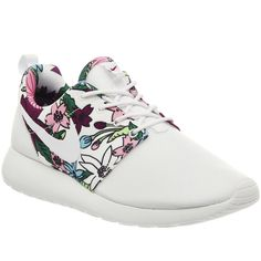 Nike Roshe Run ($110) ❤ liked on Polyvore featuring shoes, athletic shoes, nike, sneakers, sport shoes, aloha white, trainers, unisex sports, white mesh shoes and print shoes