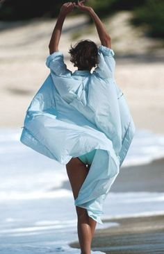 Emmy DE * Walking on the Beach