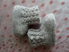 Unique: Botitas de bebe Baby Booties Knitting Pattern, Baby Knitting Patterns, Knitting Socks, Baby Slippers, Knitting For Kids, Kids And Parenting, Crochet Projects, Knit Crochet, Baby Shoes