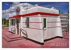 One of the most endearing remnants of old Route 66 roadside architecture is the diner