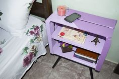 Vem aprender a fazer uma mesinha feita com caixote de feira e cabo de vassoura! Reciclagem de caixotes de feira! Caixotes de feira na decoração!