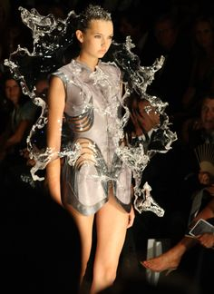 "Wearable Sculpture - 3D printed fashion imitating a splash of water, suspended in motion - the art of fashion // ""Crystallization,"" Iris van Herpen"