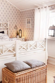 lantlig inredning sovrum - Sök på Google Guest Bedroom Decor, Cozy Bedroom, Guest Bedrooms, Dream Bedroom, Master Bedroom, Bedroom Color Schemes, Bedroom Colors, Awesome Bedrooms, Beautiful Bedrooms