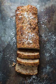 Crazy veggie day: Kokos-courgette-bananencake http://simoneskitchen.nl/crazy-veggie-day-kokos-courgette-bananencake/