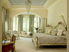 Love the beautiful large room, I think I'd have a higher bed if money was no object!