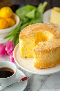 Airy, fluffy, and delicate Meyer Lemon Chiffon Cake with sweet glaze and lightly dusted with powder sugar. It's hard to eat only 1 slice. Easy Japanese Recipes, Japanese Food, Asian Recipes, Lemon Recipes, Japanese Style, Sweet Recipes, Lemon Chiffon Cake, Japanese Chiffon Cake Recipe, Chiffon Recipe