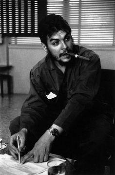 Ernesto Che Guevara by Rene Burri/Magnum Photos Magnum Photos, Che Quevara, Che Guevara Photos, Ernesto Che Guevara, Steve Mccurry, Karl Marx, Photographer Portfolio, Guerrilla, Revolutionaries