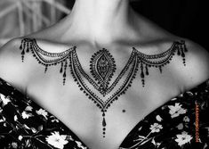 50 Most Beautiful Looking Chest Mehndi Design (Chest Henna Design) that you can apply on your Beautiful Chest. Stylish Mehndi Designs, Mehndi Design Photos, Beautiful Henna Designs, Simple Henna Art, Henna Tattoo Designs Simple, Henna Body Art, Mehndi Tattoo, Tattoo Art, Neck Tattoos Women