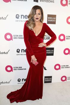 Khloé Kardashian burgundy Dress at Elton John& Oscars party. Velvet fabric, long sleeves, deep V-neck mermaid burgundy velvet celebrity evening prom dress. Prom Dresses Long With Sleeves, Nice Dresses, Short Dresses, Dress Long, Wells, Khloe Kardashian Dress, Kardashian Style, Vestidos Oscar, Celebrity Prom Dresses