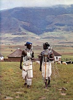 The Futuristic Dress of South Africa's Xhosa People African Tribes, African Men, African Life, African Shirts, African Dress, African Fashion, African Culture, African History, Fotografia Retro