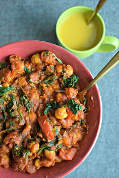 Chickpea & Spinach Chinese Stew is a one pot meal. Its a quick and easy vegetarian dinner recipe made with chickpeas and Chinese sauces to give it an Oriental flavor. It can be served with brown bread or rice.