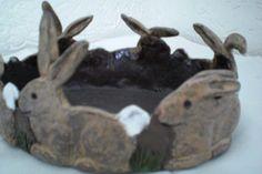 Hasen-Ring (Schale) getöpfert von Keramikzauber auf DaWanda.com Pottery Animals, Ceramic Animals, Clay Animals, Ceramic Art, Ceramic Plates, Pottery Bowls, Pottery Art, Basket Crafts, Play Clay