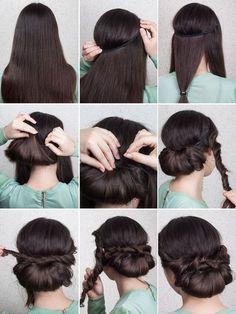 Für diese Frisur braucht ihr ein elastisches Haarband, ein Haargummi und einige Bobby Pins: Als erstes setzt ihr das Haarband auf, sodass es nicht über dem Haaransatz liegt. Teilt nun das Haar in drei Partien ab und wickelt bei der hinteren Partie einen Haargummi ca. 20 cm unterhalb des Haarbandes. Anschließend formt ihr das Haar zu einer Schlaufe, steckt den Pferdeschwanz durch das Haarband und befestigt es mit einigen Bobby Pins. Nun werden die seitlichen Haarpartien jeweils eingedreht…