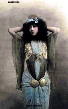 Lucy Gérard, french actress, théâtre du Vaudeville.