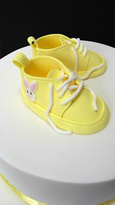 Fondant booties for a baby shower cake ☺