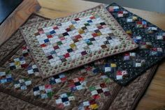Lucy's Miniature Quilts - could be placemats or a fabric game board Miniature Quilts, Miniature Dolls, Small Quilts, Mini Quilts, Patch Quilt, Quilt Blocks, Quilting Projects, Sewing Projects, Quilted Potholders