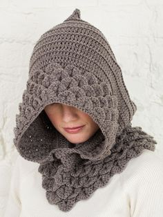 Cute!! I wish i could crochet..  This site has great patterns for hats, scarfs, and gloves.  One day I'll take the time to learn.....  :)