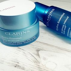 ¿Has probado esta nueva linea? Os hablo un poquito sobre ella en el blog, pero en breve profundizare ;) // Have you tried the new by Clarins?  #Clarins #Hydra-essentiel #skincare #skincareproducts #picture #picoftheday #makeuplove #new #bblogger #beautybloggers #khimma #eltocadordekhimma #fblogger #ig #igers #igerspain #lifestyle #bloggerlife #inlove #instamoment #instagramers #amazing #perfect #photodaily #tagsforfollow #tagsforlikes #l4l #f4f