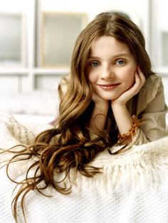 Abigail Breslin at a candle store in the Beverly Center