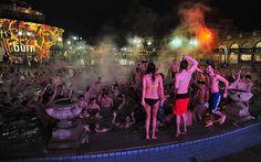 Több ezren buliztak az ötödik Fürdők Éjszakáján - More than a thousand people partied at Budapest's 5th annual Bath Nights