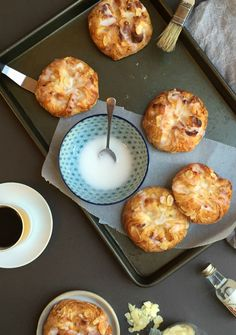 Almond danish pastries with almond paste, flaked almonds and an almond glaze. Give this almond danish pastry recipe a try!