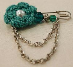 Crochet brooch by Raquel Costa