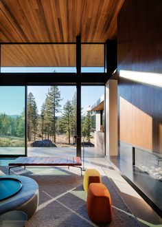 Martis Camp House Provides Privacy and Celebrates Panoramic Views of the Pacific Crest Mountain Metal Barn Homes, Metal Building Homes, Pole Barn Homes, Building A House, Small Modern Home, Modern Spaces, Pole Barn House Plans, Barndominium Floor Plans, Modern Architecture House