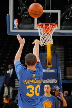 Golden State Warriors wear Twitter handles on warm-up shirts for 'Social MediaNight'