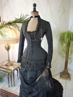 antique-dress-antique-gown-victorian-dress-antikes-Kleid-robe-ancienne