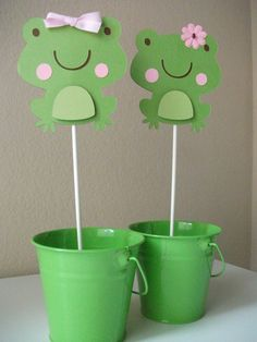Just fyi ppl.. when I have a baby shower I want my centerpieces to look something like this.. Love Frogs! x)