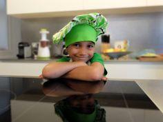 Nacho, el hijo mayor de Odile Fernández, autora de 'Mis recetas anticáncer', durante la grabación del booktrailer de 'Mis recetas de cocina anticáncer'. Odile Fernandez, Recetas Anticancer, Cooking Recipes
