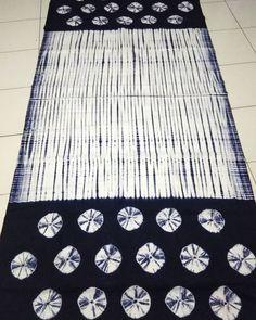Stitch resist shibori by shibori_karina Shibori Fabric, Shibori Tie Dye, How To Tie Dye, How To Dye Fabric, Textile Dyeing, Tie Dye Techniques, Textile Prints, Textile Art, Japanese Textiles