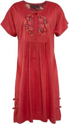 Gudrun Sjödéns Frühjahrskollektion 2015 - Das Kleid Li-Wei aus Baumwolle/Viskose ist ein besonders feminines Stück. Erhältlich in den Farben: Dalarot, Petrol, Grafti.