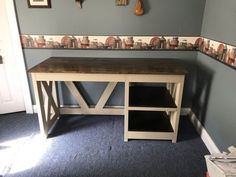 DIY Farmhouse Desk plans that will make your home office pop! Need an office farmhouse desk to spice up the home office? These DIY Desk Plans will make your office come to life. Diy Office Desk, Diy Computer Desk, Diy Wood Desk, Diy Desk, Diy Bench, Entryway Bench, Woodworking Furniture Plans, Woodworking Projects Diy, Woodworking Books