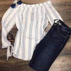 Love the dark jeans and top looks cute.just the cut of it looks like off the shoulders and poofy around waist. Look Fashion, Fashion Outfits, Fashion Trends, Cool Outfits, Casual Outfits, Fix Clothing, Stitch Fit, Stitch Fix Outfits, Stitch Fix Stylist