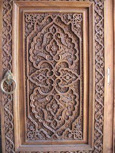 Carved doors in Uzbekistan Front Door Design Wood, Wood Design, Wood Carving Art, Wood Art, Islamic Patterns, Old Doors, Metal Wall Decor, Wooden Doors, Islamic Art