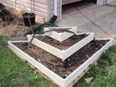tiered strawberry planter - All About Gardens Strawberry Planters Diy, Strawberry Garden, Strawberry Plants, Flower Planters, Diy Planters, Garden Planters, Tiered Planter, Raised Planter, Planter Boxes