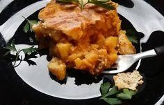Мусаката е традиционно ястие и често присъства на трапезата ни. С тази рецепта искаме да разнообразим стандартното приготвяне на това ястие с добавяне на кисело зеле. Комбинацията се получи много добра, много апетитна, ароматна и вкусна. Опитайте, ще ви хареса! Musaka, Cauliflower, Vegetables, Food, Cauliflowers, Vegetable Recipes, Eten, Veggie Food, Meals