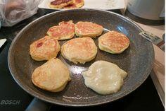 Αφράτες και ελαφριές τηγανίτες γιαουρτιού,ζεστές ή κρύες όπως και να τις φας είναι φανταστικές!!! Στο πρωινό με τυριά, με μέλι, με μαρμελάδα, όπως και να φαγωθούν… τρώγονται επίσης φτιάχνοντας σαντουιτσάκια με αλλαντικά! Υλικά: Loading... 1 ποτήρι γιαούρτι 3 κουταλάκια μπέκιν 2 αυγά 1/4 ποτηριού ηλιέλαιο 1 1/2 ποτήρι αλεύρι 1 κουταλάκι αλάτι Λίγο λάδι για …