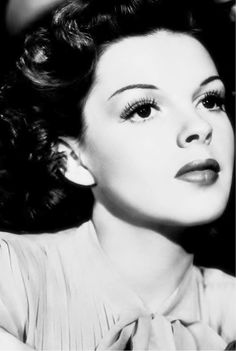 A tribute to Judy Garland Hooray For Hollywood, Golden Age Of Hollywood, Hollywood Glamour, Classic Hollywood, Old Hollywood, Judy Garland Liza Minnelli, Harvey Girls, Mitzi Gaynor, Joan Leslie