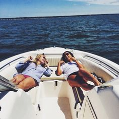HAve to do this with my bff Lake Pictures, Bff Pictures, Boating Pictures, Bikini Pictures, Best Friend Pictures, Friend Photos, Best Friend Goals, Best Friends, Photos Black And White