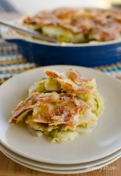 Slimming Eats Recipe Extra Easy – 1 HEa per serving Green – 1 HEa per serving Leek and Potato Bake   Print Serves 3 Author: Slimming Eats Ingredients Ingredients 2 Leeks (sliced) 700g of potatoes, sliced thinly 150ml of chicken or vegetable stock 1 clove of garlic, crushed 28g of parmesan cheese (HEa) 84g of...Read More »