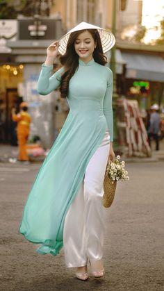 Vietnamese Traditional Dress, Vietnamese Dress, Traditional Dresses, Beautiful Chinese Girl, Beautiful Asian Women, Beautiful Models, Sexy Asian Girls, Hot Girls, Ao Dai