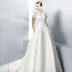 Jesús Pieró... I walk by one of his stores in Sevilla everyday and this dress was on display today... I am in love