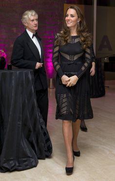 Kate Middleton en dentelle noire tenues de soirée d'hiver formelle au palais