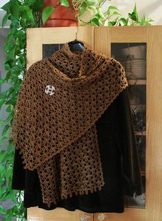 25-13 Shawl - free crochet pattern by Pierrot (Gosyo Co., Ltd). On Ravelry (47 projects) with direct English Pdf pattern link (this version by herbivore100).