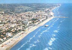 Senigallia (Marche,Riviera Adriatica,Italia) vista dall'alto (al centro, si noti la celebre Rotonda a mare): come non innamorarsene ?