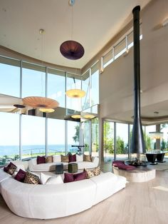 With its heat-resistant glass windows and suspension from the ceiling, this fireplace looks like a sculptural work of art.